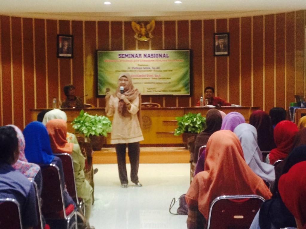 Presentasi dr. Kristiantini Dewi, Sp.A. dalam Seminar Nasional Disleksia
